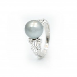 This is a picture of a Tahitian Pearl and Diamond Ring in 18k White Gold