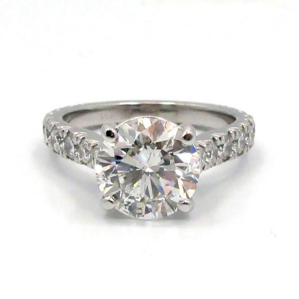 This is a picture of a Platinum Split Prong Graduated Diamond Engagement Ring