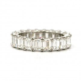 This is a picture of an Emerald Cut Diamond Eternity Band in Platinum