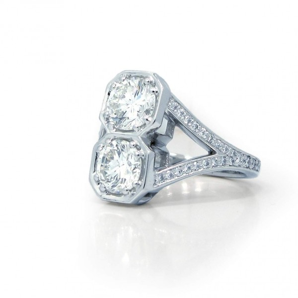 This is a picture of a Deco Style Split Shank Vertical Octagonal Bezel Setting