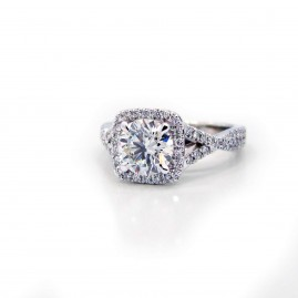 This is a picture of a Twisted Split Shank Cushion Halo Diamond Engagement Band