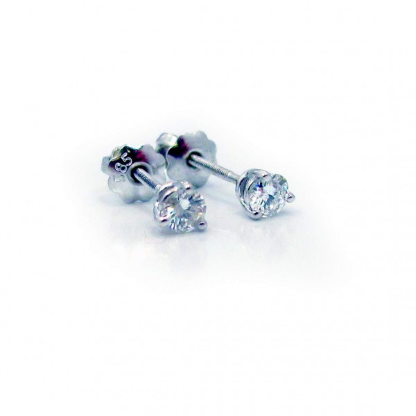 This is a picture of Round Brilliant Cut Diamond Stud Earrings