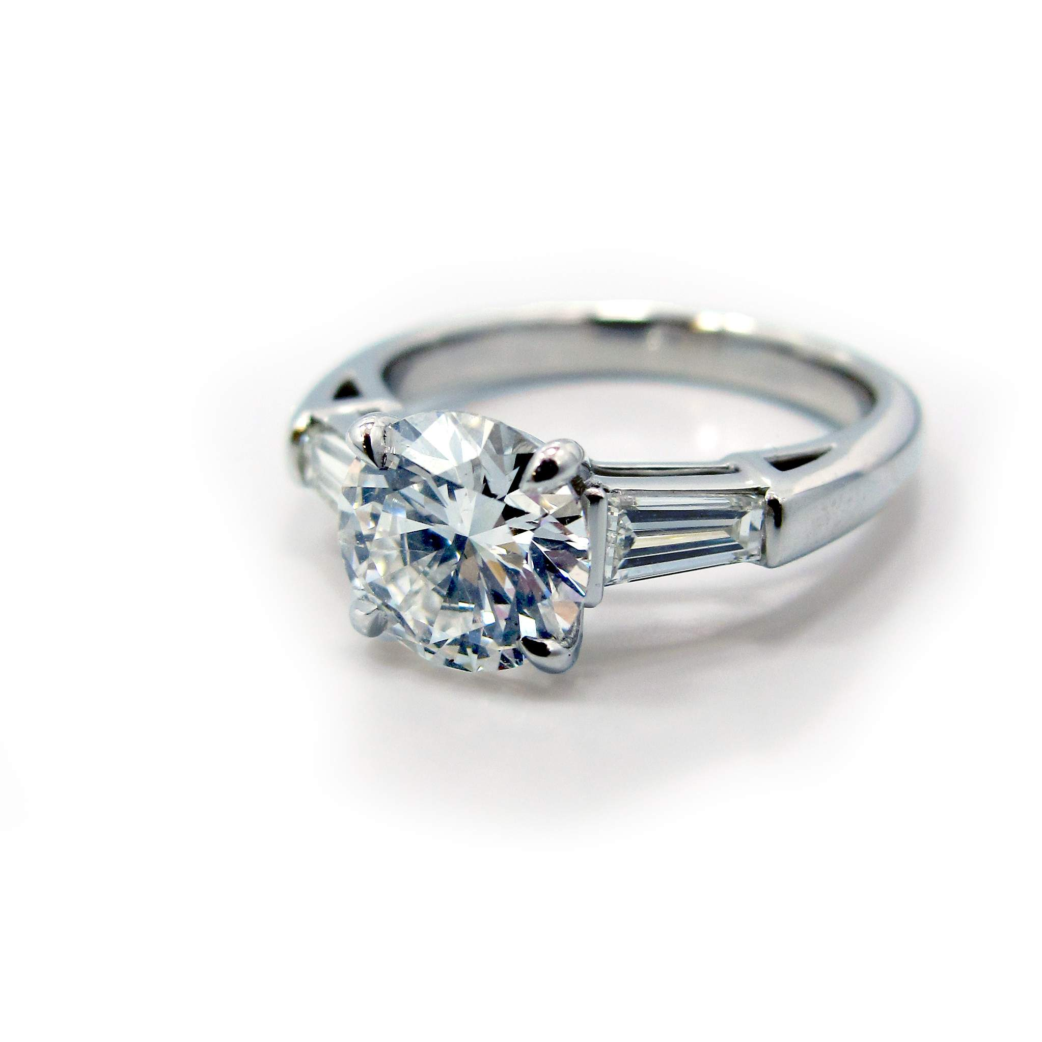 tapered engagement rings in diamond platinum ring baguette tw ct p